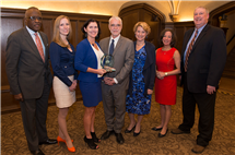 From left: U of I Chancellor Robert Jones, Sarah Ayers, president of Chicago Illini Club, Rebecca Darr, U of I President Timothy Killeen, Roberta Killeen, U of I Trustee Jill Smart, and Doug Beckmann, U of I Alumni Association interim president and CEO, pose for a photo honoring Darr as a Chicago Illini of the Year. (Photo by Lloyd DeGrane.)