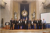 Students in a new LAS course, pictured here, met with many U of I alumni in Washington, D.C., including William Brighton (BA, '73, French), far right, an assistant section chief at the U.S. Department of Justice. (Photo courtesy of Melissa Schoeplein.)