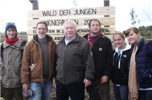 Bruce Murray, second from left, poses with Vienna Mayor Michael Häupl, center, during a reforestation event near the Austrian city in 2009. (Photo courtesy of Bruce Murray.)