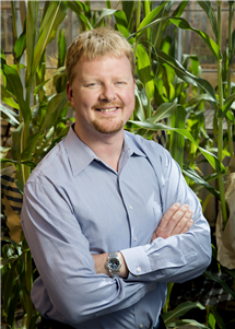 Andrew Leakey is part of multi-institutional research project that has received $16 million to research sorghum in an effort to optimize photosynthesis and water use efficiency.
