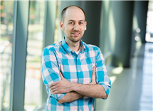 While a postdoctoral researcher at Illinois, Erick Paul found evidence to support the use of much larger sample sizes than is typical in many task-based fMRI studies. Paul is now a user researcher at Microsoft Corp. (Photo by L. Brian Stauffer.)