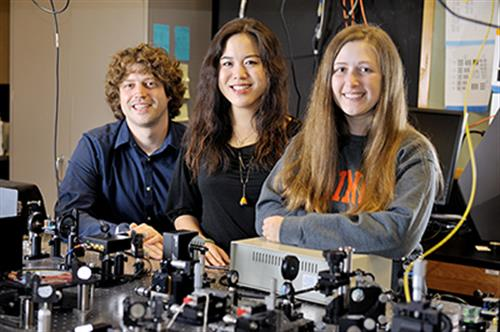 From left, Andrew Bower, a fifth-year PhD student in electrical and computer engineering, and Joanne Li, a sixth-year PhD student in bioengineering, mentored Janet Sorrells, a fifth-year senior studying biomedical engineering at the University of Rochester.