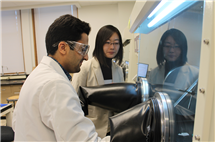 Ying Diao and Erfan Mohammadi, a graduate student, at work in the laboratory. (Image courtesy of the Department of Chemical and Biomolecular Engineering.)