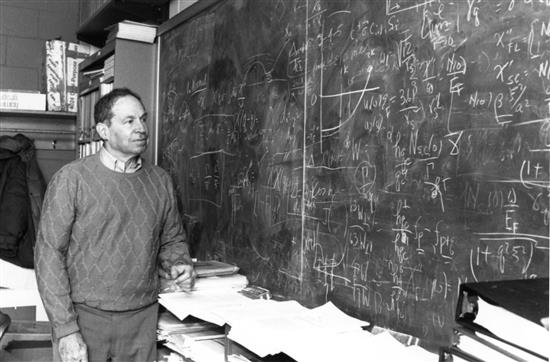 David Pines at a blackboard. Image scanned at the AIP Emilio Sègre Visual Archives.
