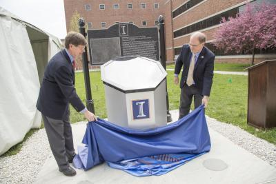 NPRE Department Head Jim Stubbins and ANS President Eugene Grecheck unveil the marker.