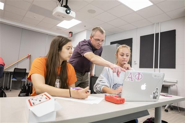University of Illinois coordinator of physics teacher development Morten Lundsgaard trains student learning assistants in Fall 2019. Photo by L. Brian Stauffer, University of Illinois at Urbana-Champaign