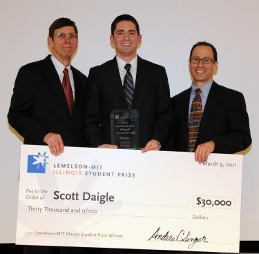 Never too big to cash! (l to r) Associate Dean Michael Bragg, Scott Daigle, and Andrew Singer, director of the Technology Entrepreneur Center at Illinois.