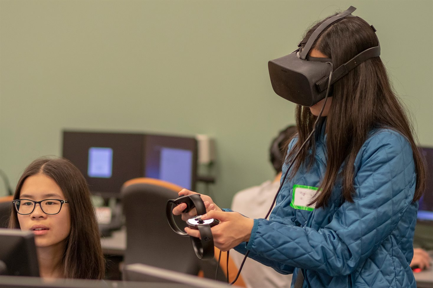SAIL participants try out the Illinois CS VR lab.